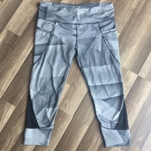 Athleta gray black cropped workout stretchy pants